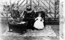 Tina, Liese and Manja (Fehderau?) in their playhouse with their dolls