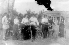 7 people at a cycling party on the Fehderau's property