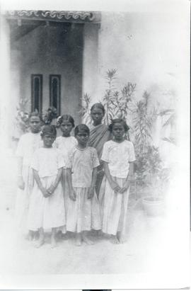 A group of orphan children in Nalonda (India)