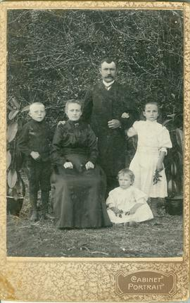 Photo of the Jakob Enns Family