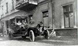 Peter Fehderau driving a car in 1916