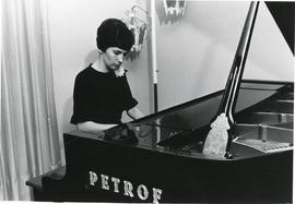 Irmgard Baerg at the piano