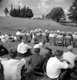 Leonard Snyder's farm for St. Jacobs Mennonite Church's picnic