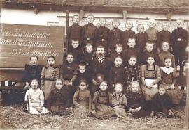 School children in Bek Bulatschi, Crimea