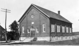 Built in 1915.  (L.J. Burkholder collection).