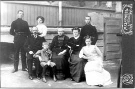Family of Jakob and Maria Fehderau. Back row