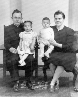 Clifford and Doris Snyder family
