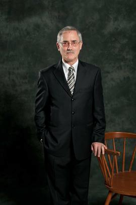 The official portrait of Henry Paektau