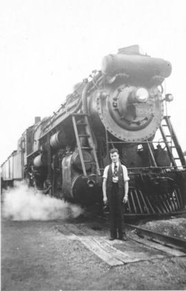 Len Witmer in front of a locomotive