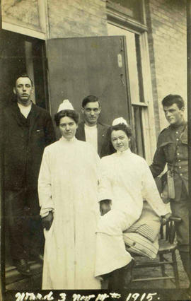 Ward 3 patients and nurses at Victoria Hospital