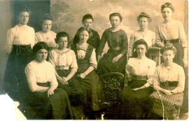 A group of young women. Rita's great-aunt, Anna