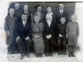 The Heinrich Unruh Family, parents and 8