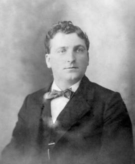 Formal photo of Christian Schrag, born in 1876.