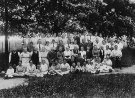 A group photograph of the Isaac S. Cressman