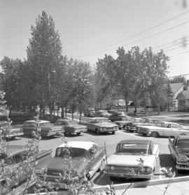 Cars parked on the lot of the North Kildonan Mennonite Brethren Church