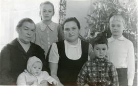 Anna Wiens with her grandchildren and daughter-in-law.