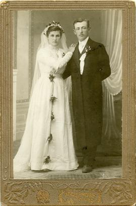 Wedding photo of Sara (Elisabeth) Toews and Nikolai Dosso