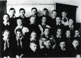 Grade 7 class, including many Mennonite children