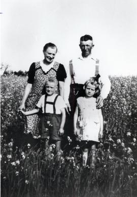 Peter and Meta (Wiebe) Schierling and children