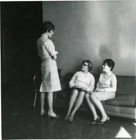 Hertha Wiens chatting with Linda Krahn and Marianne Driedger