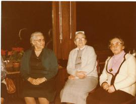 Mary and 2 other women, auf dem Tomas Hof, March 1981