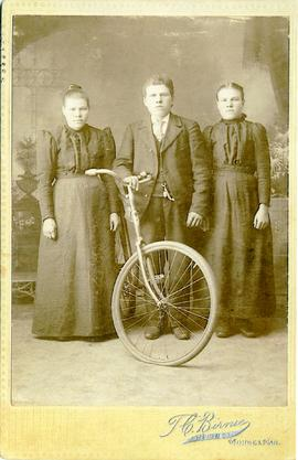 Unidentified man and two woman posing for a photo