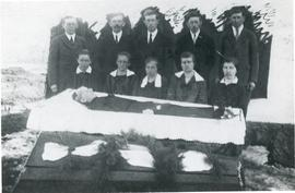 Funeral picture of family with the deceased