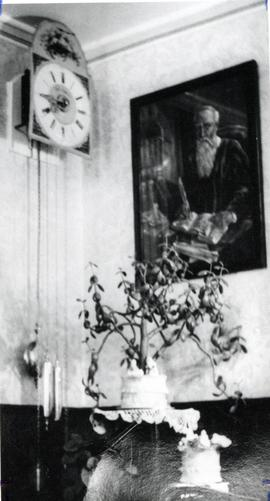 Kroeger clock owned by Mrs. Maria Siemens
