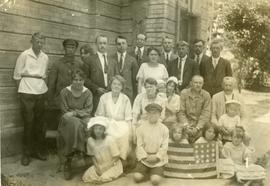 American Mennonite Relief Workers in Schoenwiese, Russia