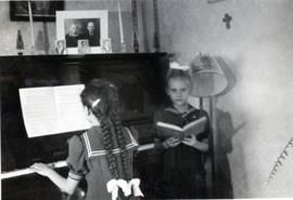 Edith playing the piano and Heidi singing