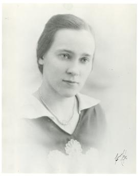 Mary (Mariechen) Koop in her twenties(?)
