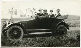 Hamm Family members - in car