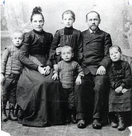 Abram and Aganetha (Langeman) Kroeker and family