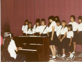 Arlie Shulz with Bloodvein children's choir at World Conference