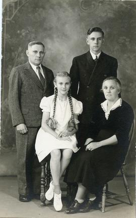 Isaak, Sara, Wally & Olga