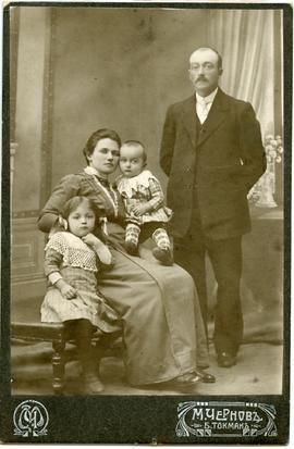 Family portrait of Peter Dyck and Maria Dyck