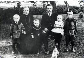Johann and Elise Isaak and family