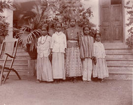 Five Indian school girls
