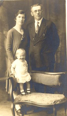 Anna and Heinrich Bartsch with unidentified child