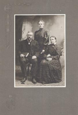 Martin and Elisabeth Fast with their daughter Agnes in Scottdale, Pa., ca. 1903-1908