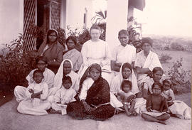 Katharina Schellenberg with Indian women and children in Shamshabad, India