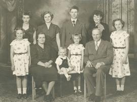 Henry, Susie (Martens) Walde and family