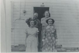 George and Heinrietta Knox family standing in front of their house