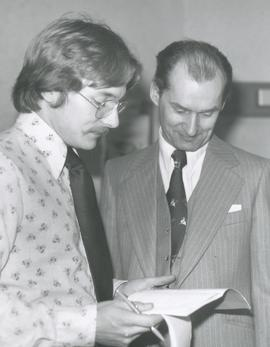 Wayne Bremner and Alfred Heinrichs in discussion