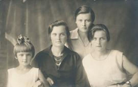 Justina Voth and daughters