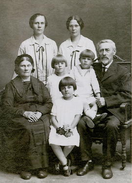 Abram and Maria Friesen Family