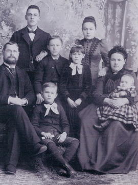 Isaak and Susanna Loewen Family