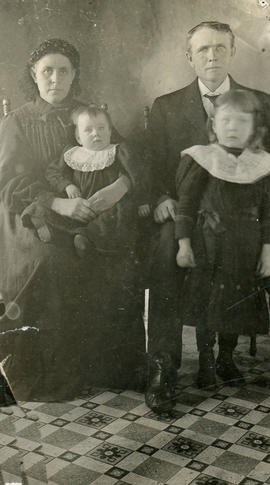 Martin & Maria Klassen with children
